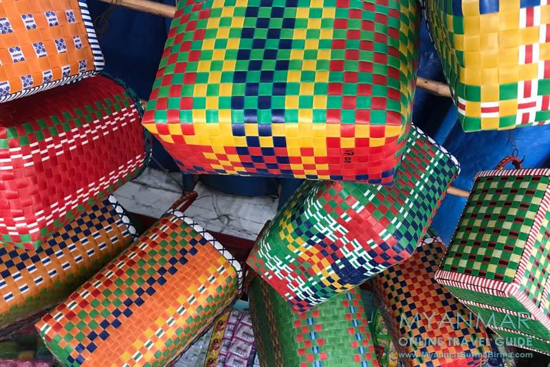 Myanmar Reisetipps | Kalaw | Bunte Einkaufstaschen auf dem Markt