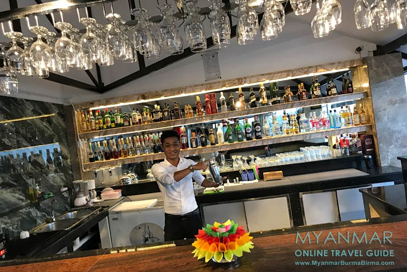 Myanmar Reisetipps | Thaton | Bar im Thuwunnabumi Hotel