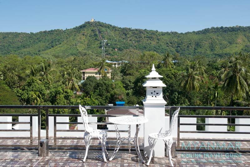 Myanmar Reisetipps | Thaton | Restaurant und Dachterrasse vom Thuwunnabumi Hotel