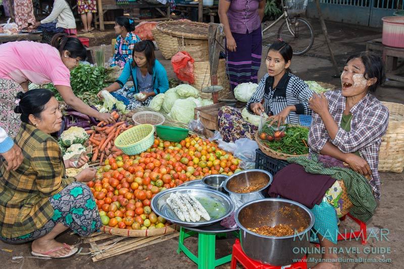 Myanmar Reisetipps | Bago | Marktbesuch am Bahnhof