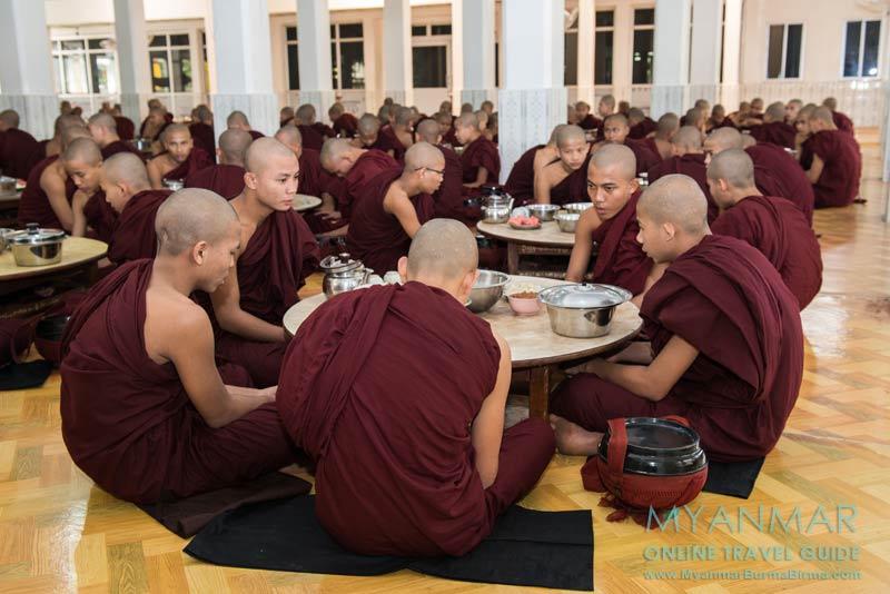 Myanmar Reisetipps | Bago | Mönchsspeisung