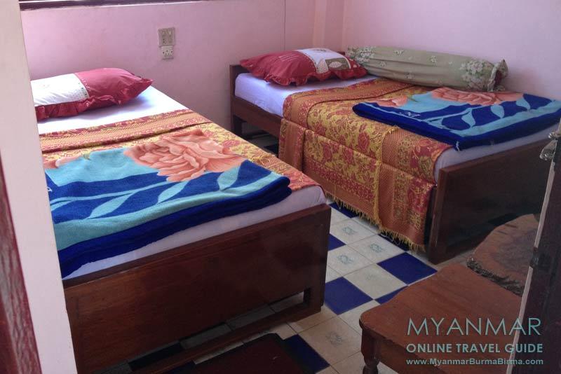 Myanmar Reisetipps | Bago | Spartanisch eingerichtetes Zimmer im Emperor Motel