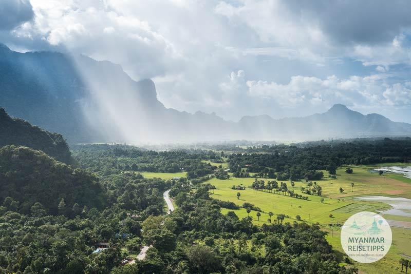 Myanmar Reisetipps | Hpa-an | Aussicht mit Regenschauer