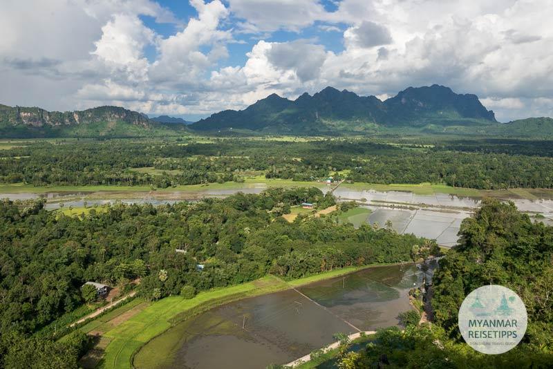 Myanmar Reisetipps | Hpa-an | Aussicht oberhalb der Höhle Kaw Ka Taung