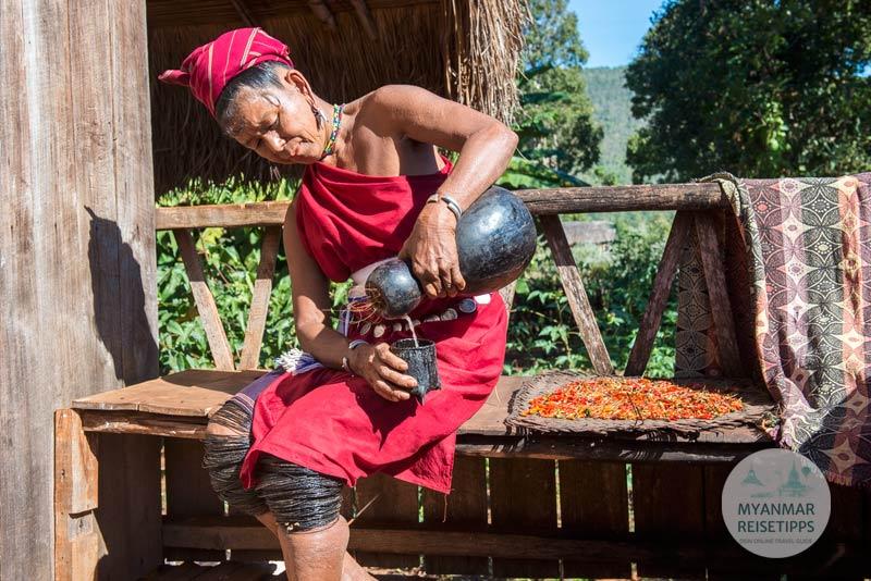 Myanmar Reisetipps | Loikaw | Hirse-Bier ist sehr beliebt bei den Kayah