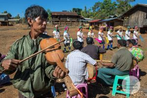 Myanmar Reisetipps   Loikaw   Im Dorf Pan Pet bei den Kayan Lahwi (Padaung)