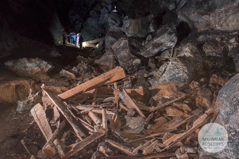 Myanmar Reisetipps | Loikaw | Alte Särge in der Kyet-Höhle