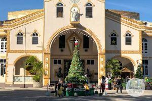 Myanmar Reisetipps | Loikaw | Kirche mit Weihnachtsbaum