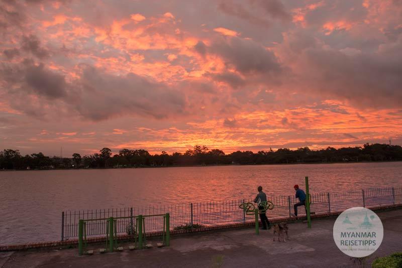 Myanmar Reisetipps | Pindaya | Sonnenaufgang über dem Pone-Taloke-See