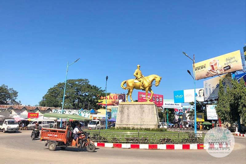 Myanmar Reisetipps | Pyay | Kreisverkehr mit Bogyoke-Statue