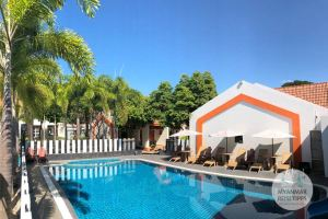 Myanmar Reisetipps | Pyay | Swimmingpool vom Lucky Dragon Hotel