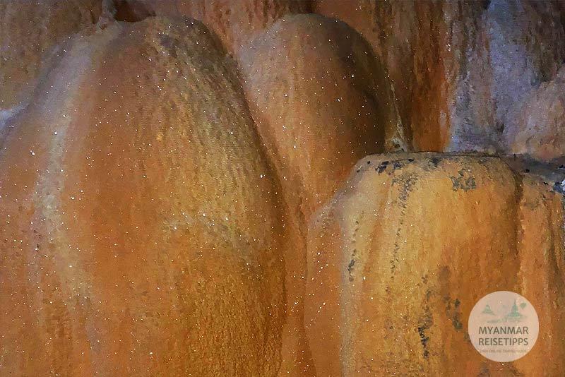 Myanmar Reisetipps | Hpa-an | Funkelde Stalagmiten in der Höhle
