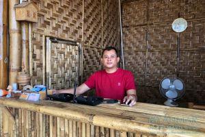 Myanmar Reisetipps | Dawei Peninsula | Eigentümer Thant Zin vom Sweet Honey Bamboo Village