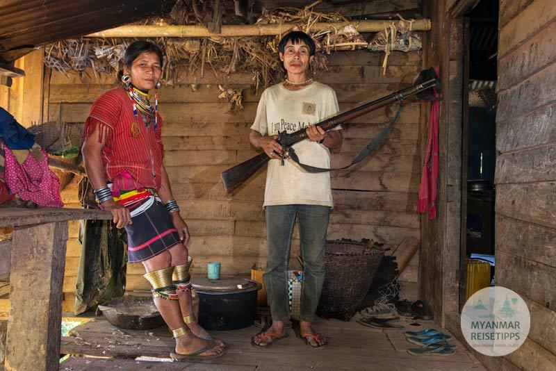 Myanmar Reisetipps | Loikaw | Jäger mit seiner Frau in Htay Kho
