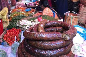 Myanmar Reisetipps | Loikaw | Traditionelles Essen: Kayah-Wurst
