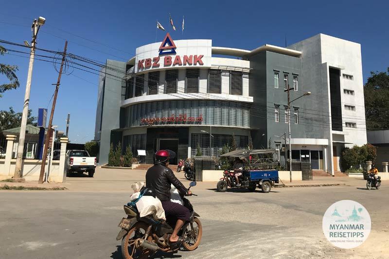 Myanmar Reisetipps | Loikaw | Geld tauschen in der KBZ Bank