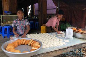 Myanmar Reisetipps | Mindat | Frittiertes Gebäck zum Frühstück