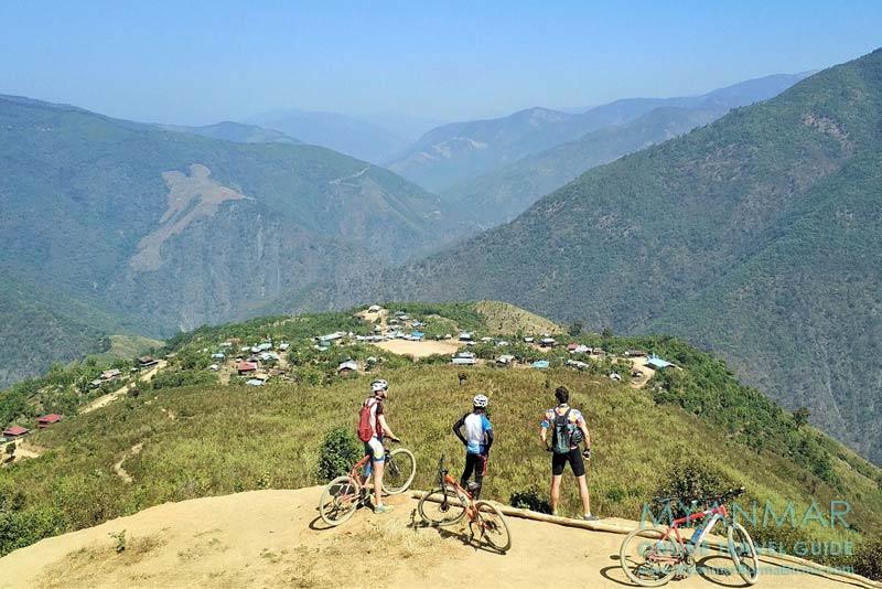 Myanmar Reisetipps | Mindat | Jochen Meißner, Gründer von Uncharted Horizons, bei einer Biketour durch den Chin-Staat