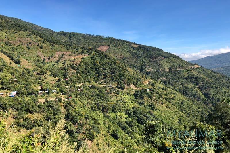 Myanmar Reisetipps | Mindat | Ausblick auf die Berglandschaft und die gefahrene Strecke
