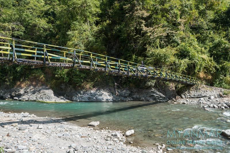 Myanmar Reisetipps | Mindat | Hängebrücke über den Chit Chaung