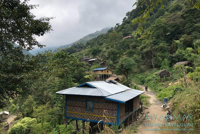 Myanmar Reisetipps | Mindat | Blick ins Chin-Dorf Kyardo