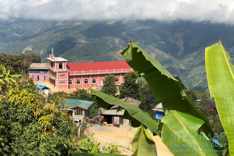 Myanmar Reisetipps | Mindat | Im Bergort gibt es viele Kirchen. Die Mehrzahl der Bewohner sind Christen.