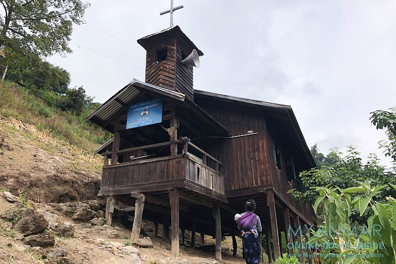 Myanmar Reisetipps | Mindat | Holzkirche im Chin-Dorf Kyardo