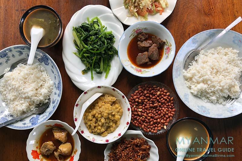 Myanmar Reisetipps | Mindat | Myanmar Food im Myaing Restaurant