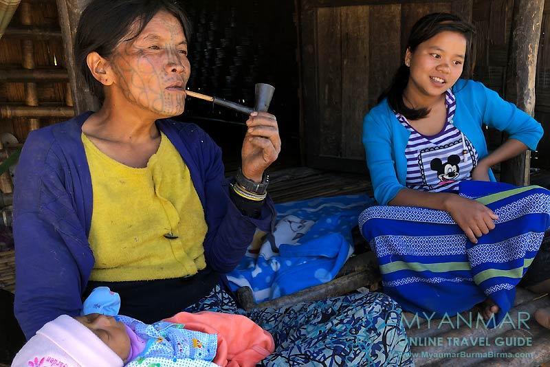 Myanmar Reisetipps | Mindat | Frauen vom Stamm der Muun (Chin-Untergruppe) in Pukon.