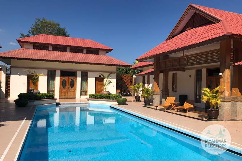 Myanmar Reisetipps | Naypyidaw | Swimmingpool im Hotel Myat Taw Win