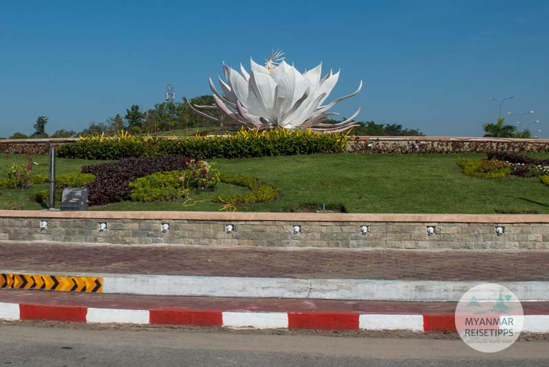Myanmar Reisetipps | Naypyidaw | Kreisverkehr mit Lotusblüte