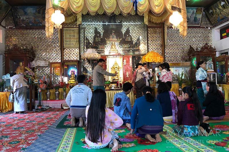 Myanmar Reisetipps | Pakokku | Altar mit Holzschnitzereien in der Shwe Tan Tit Pagode