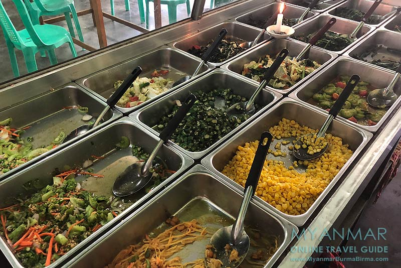 Myanmar Reisetipps | Pakokku | Gemüseauswahl im Shwe Taw Win Restaurant