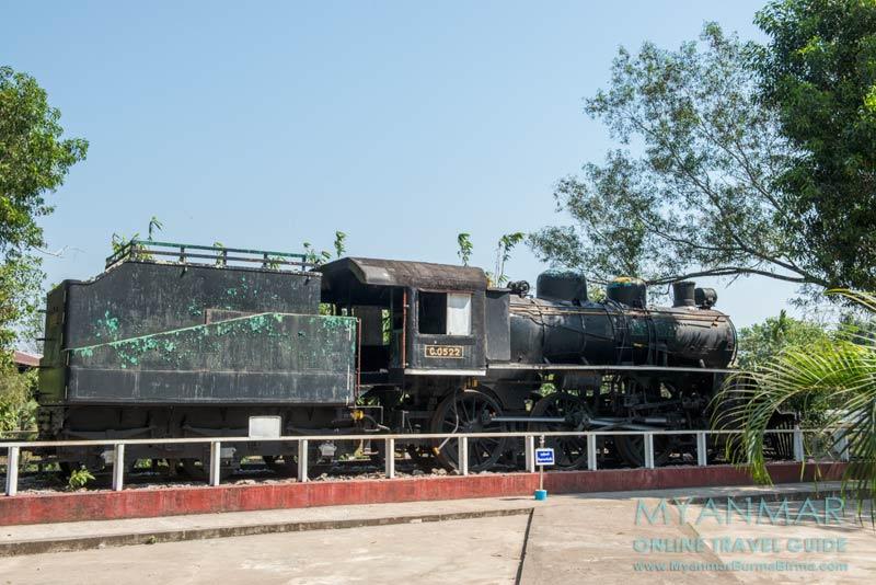 Myanmar Reisetipps | Thanbyuzayat | Lokomotive C.0522 im Gelände des The Death Railway Museum