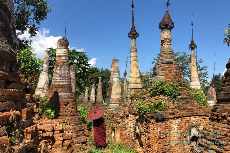 Myanmar Reisetipps | Inle-See | Mönch besucht das Pagodenfeld in Indein.