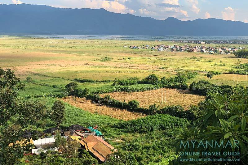 Myanmar Reisetipps | Inle-See | Dorf Nyaung Wun: Ausblick von der Pagode Ye Baw Daw auf heiße Quellen und Inle-See