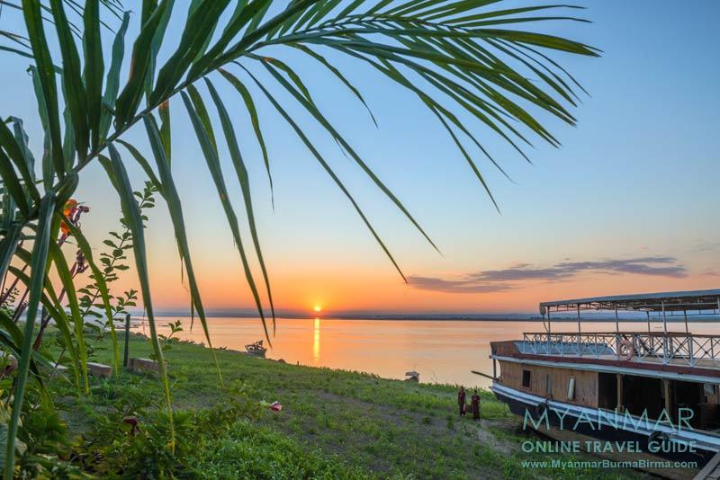 Myanmar Reisetipps | Sale | Sunset am Ayeyarwady vom Salay House Restaurant & Bar