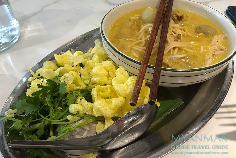 Myanmar Reisetipps | Yangon | Coconut Soup im Rangoon Tea