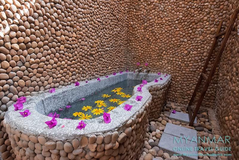 Myanmar Reisetipps | Kakku | Badzimmer im Hlaing Konn Hotel | Foto: Hlaing Konn Hotel