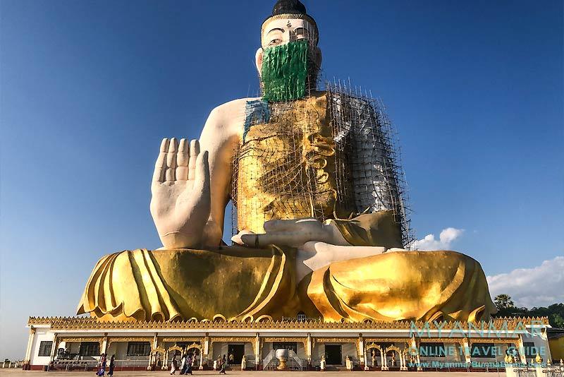 Myanmar Reisetipps | Kyaikhto | Gotama Buddha Phayah Gyi auf dem Phayah Thon Su Hill wurde 2019 eingeweiht.