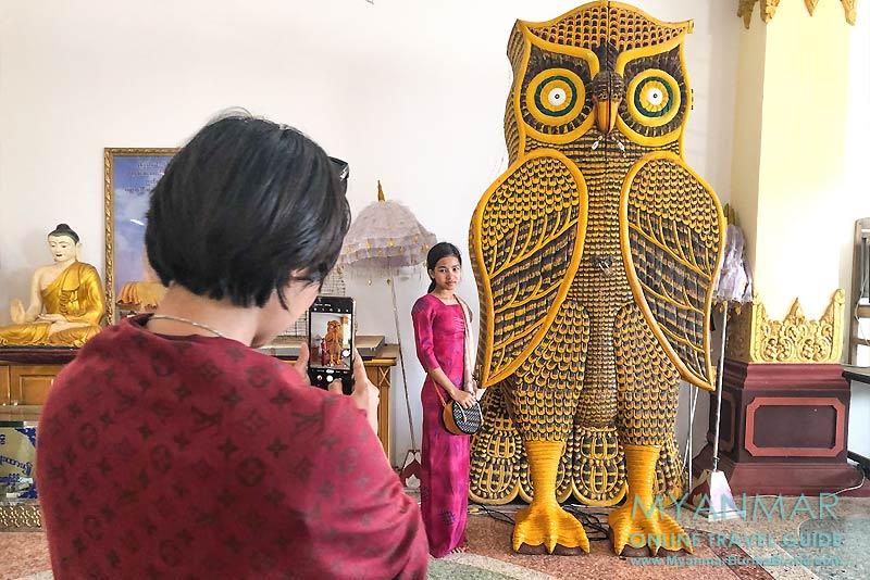 Myanmar Reisetipps | Kyaikhto | Halle unter dem Gotama Buddha Phayah Gyi. Eulen symbolisieren Glück und Weisheit in Myanmar.