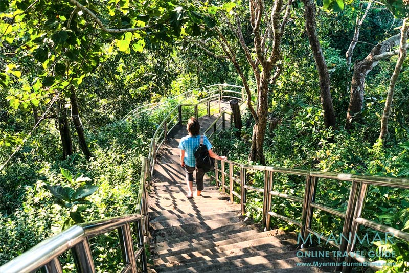 Myanmar Reisetipps | Hpa-an | Zum Berg Kyar Inn führen 414 Betonstufen.