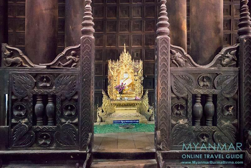 Myanmar Reisetipps | UMgebung von Mandalay | Inwa | Buddha-Statue im Teakholzkloster Bagaya Kyaung
