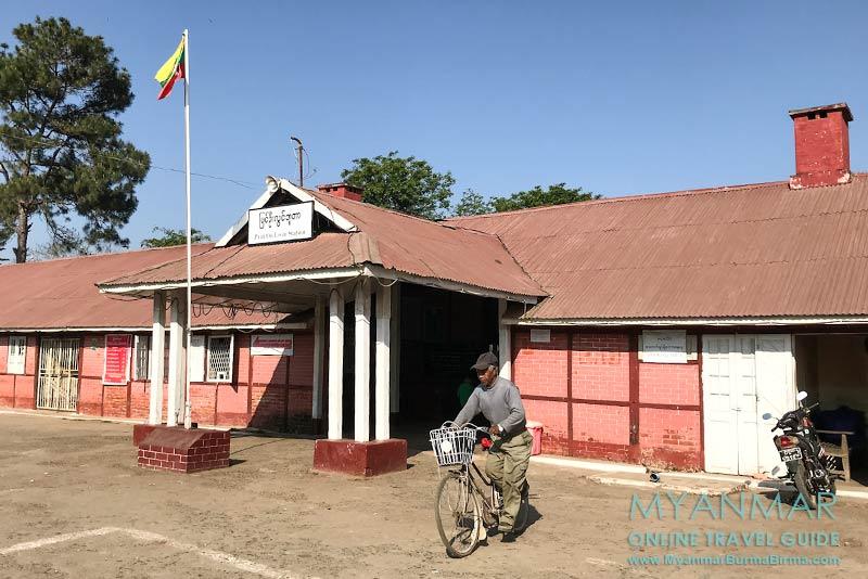 Myanmar Reisetipps | Pyin U Lwin | Unscheinbar und klein ist der Bahnhof von Pyin U Lwin.