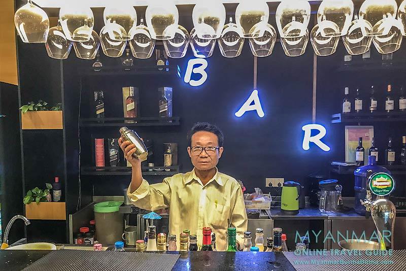 Myanmar Reisetipps | Stadt Ye | Bar im Shwe Taung Gyar Hotel