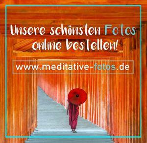 In unserem Online Shop www.Meditative-Fotos.de kannst du hochwertige Prints und edle Kaschierungen bestellen, z. B. von der Fotoserie DER ROTE SCHIRM.